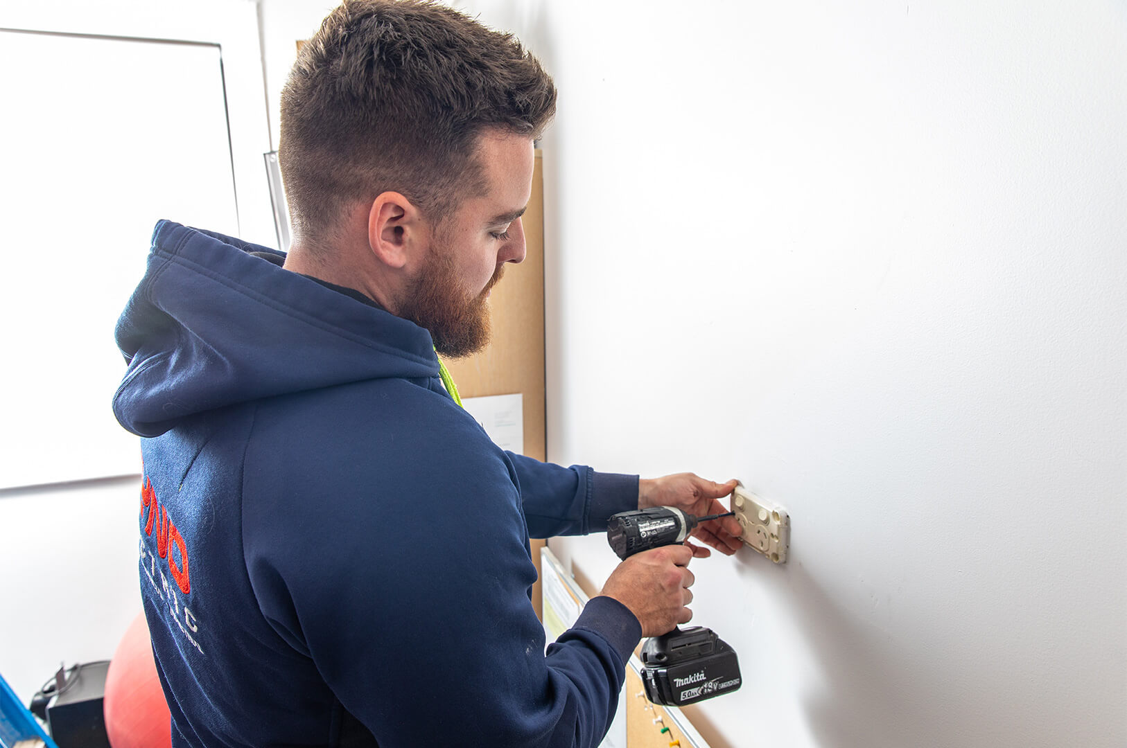 licensed electrician in adelaide for commercial services & repairs